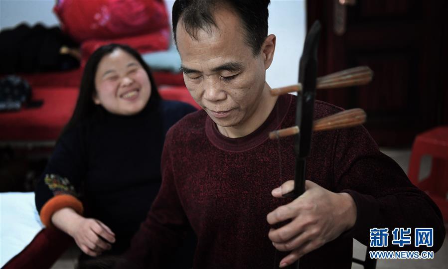 """(新春走基層)(1)""""暖途""""——盲人夫妻歸鄉路"""