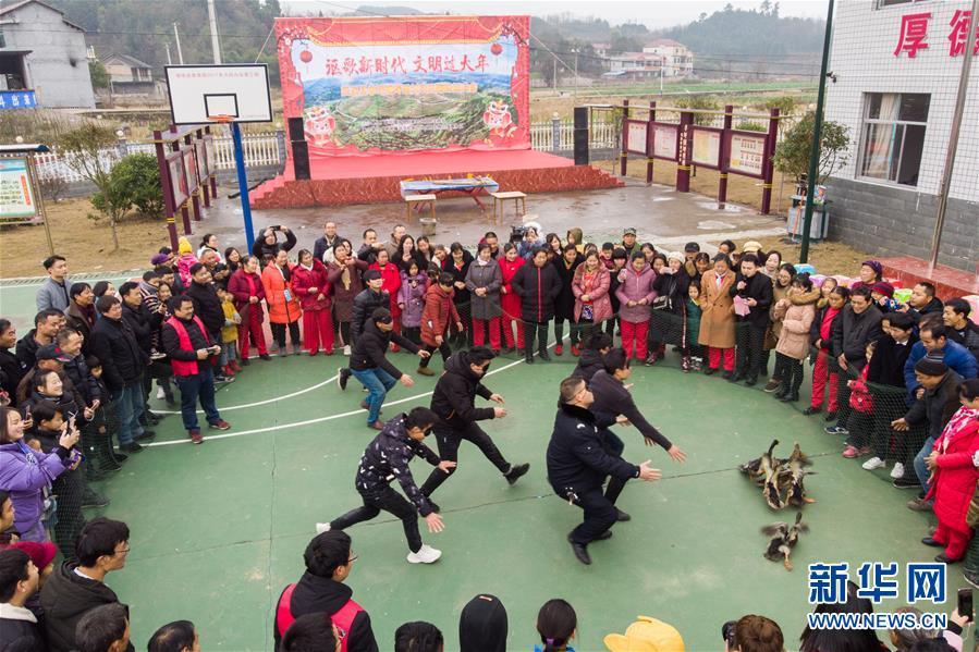 (新春走基層)(2)湖南辰溪:農民趣味運動會迎新年