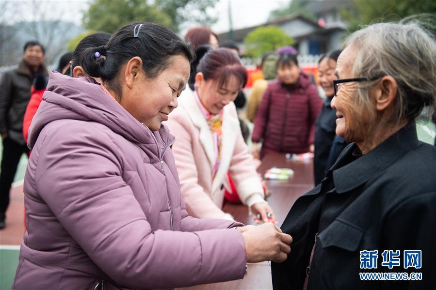 (新春走基層)(4)湖南辰溪:農民趣味運動會迎新年