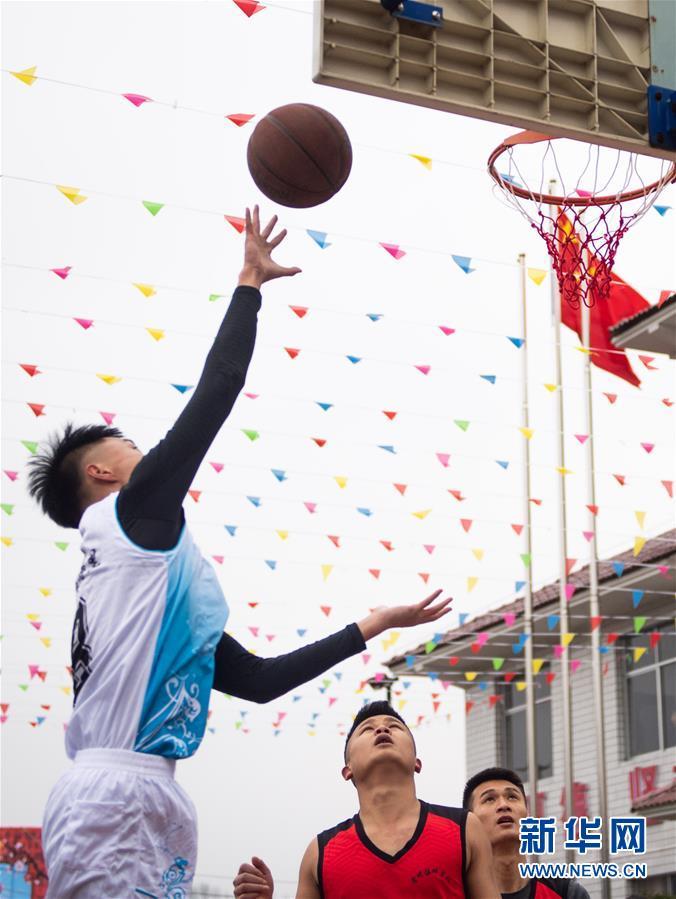 (新春走基層)(6)湖南辰溪:農民趣味運動會迎新年