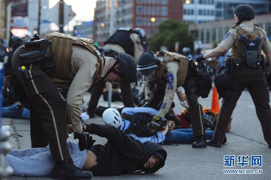 (國際)(8)美國明尼阿波利斯的抗議示威活動持續