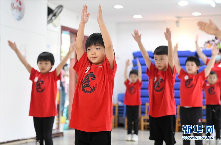 (聚焦疫情防控)(1)广东省幼儿园今起陆续开园