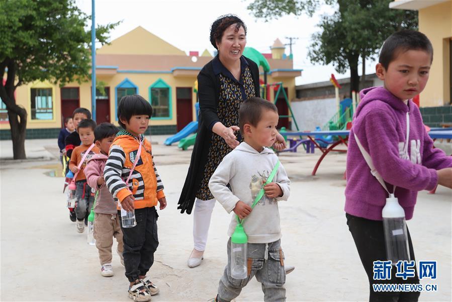 (圖片故事)(4)堅守15年,只為孩子們學成走出大山!