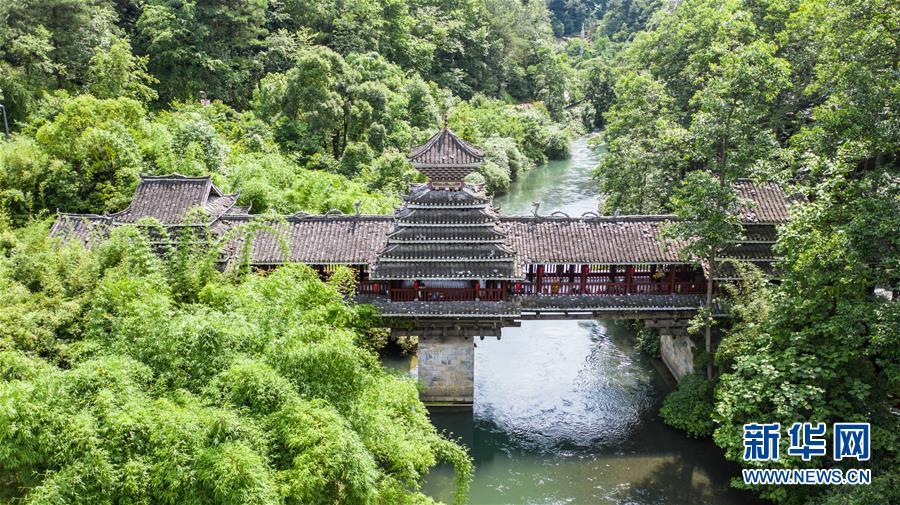 贵州省贵阳市阿哈湖国家湿地公园草木苍翠 风景如画