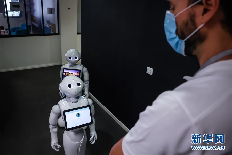 """(國際疫情)(2)機器人Pepper:""""今天你戴口罩了嗎?"""""""