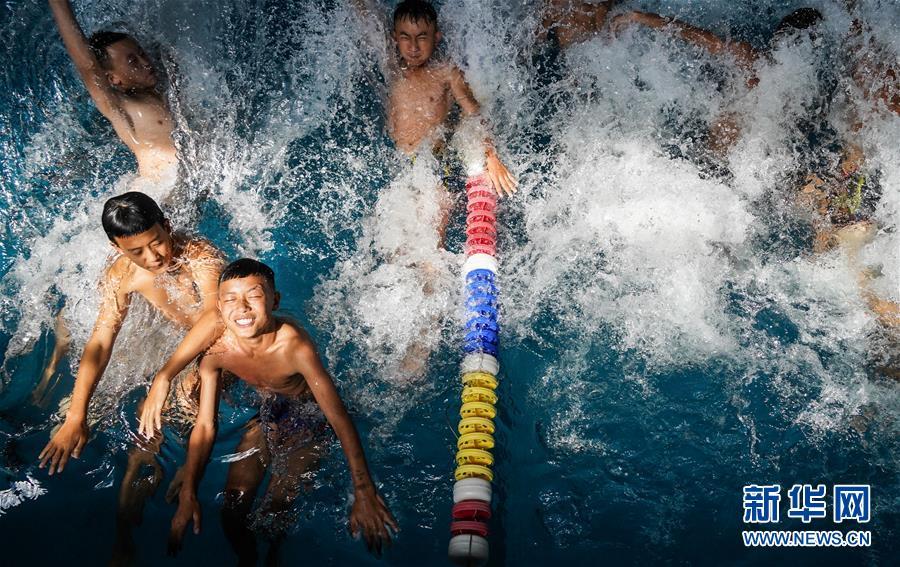 (体育·专题)(1)我爱体育课——大凉山深处的游泳课