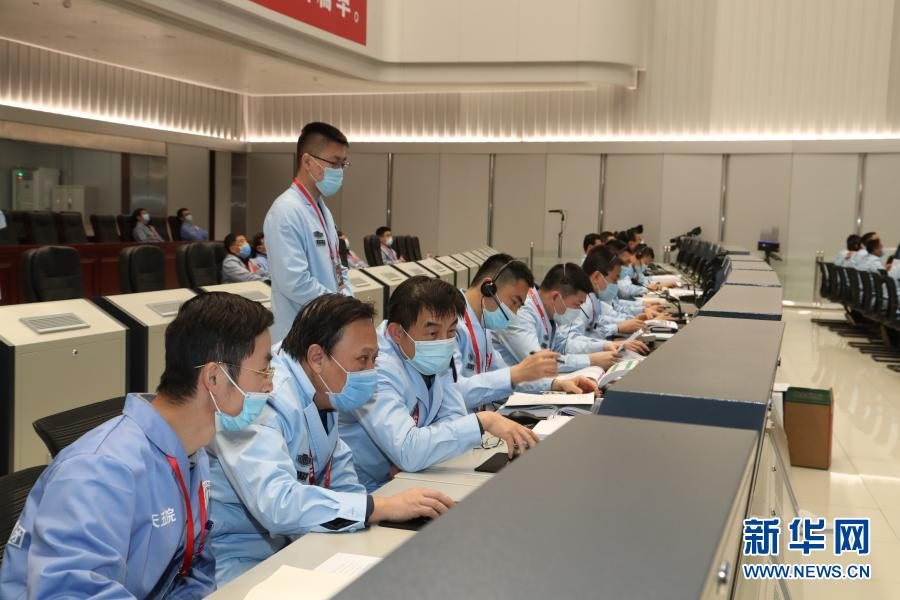 嫦娥五号探测器组合体成功分离 将择机实施月面软着陆