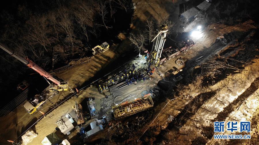 (突发事件后续)(1)山东栖霞笏山金矿爆炸事故救援现场已与被困人员取得联系
