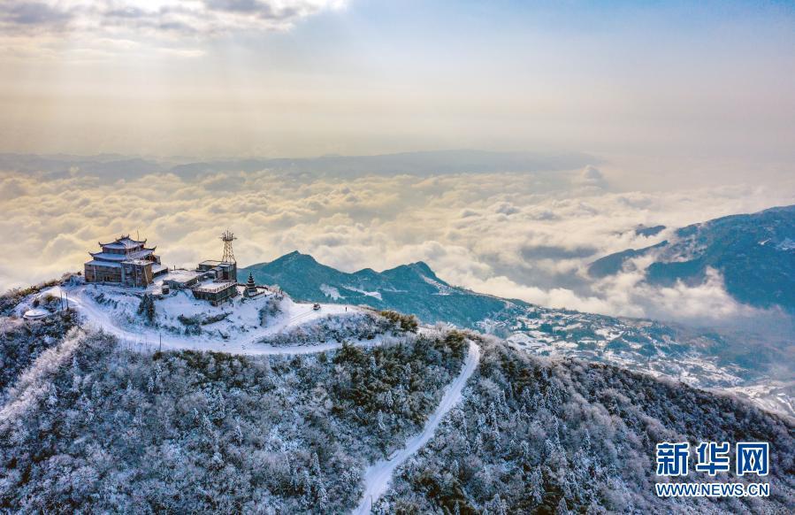 华蓥山雪景美如画卷