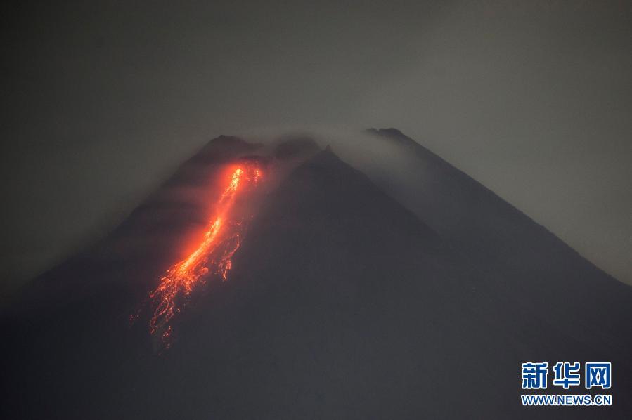 直击|印尼:火山喷发