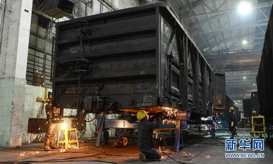 广西铁路:抢修货车 确保春运期间运力不受影响
