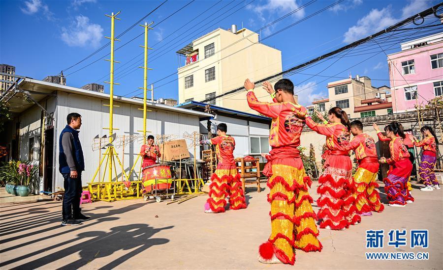 (图片故事)(2)龙狮舞者二十载的坚守与传承