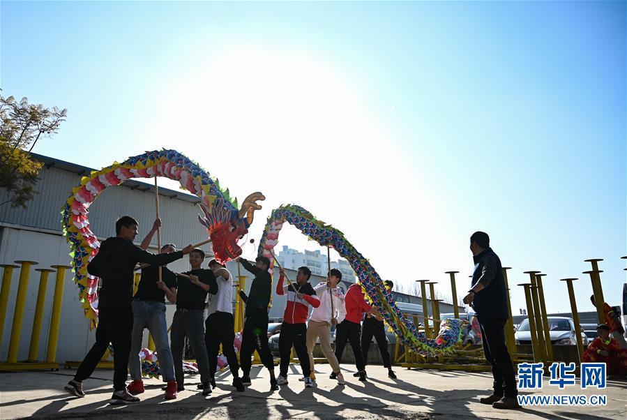 (图片故事)(4)龙狮舞者二十载的坚守与传承