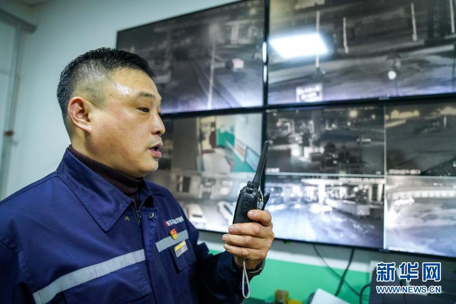 """点赞!绥芬河铁路口岸站国际联运换装场上的""""安全卫士"""""""