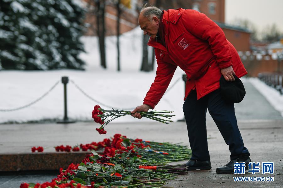 献花!俄罗斯:纪念祖国保卫者日