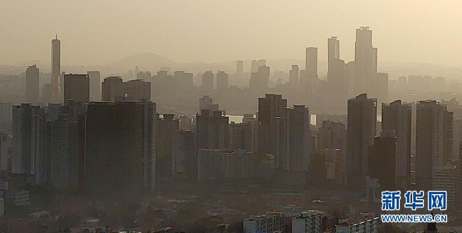 雾霾笼罩中的首尔