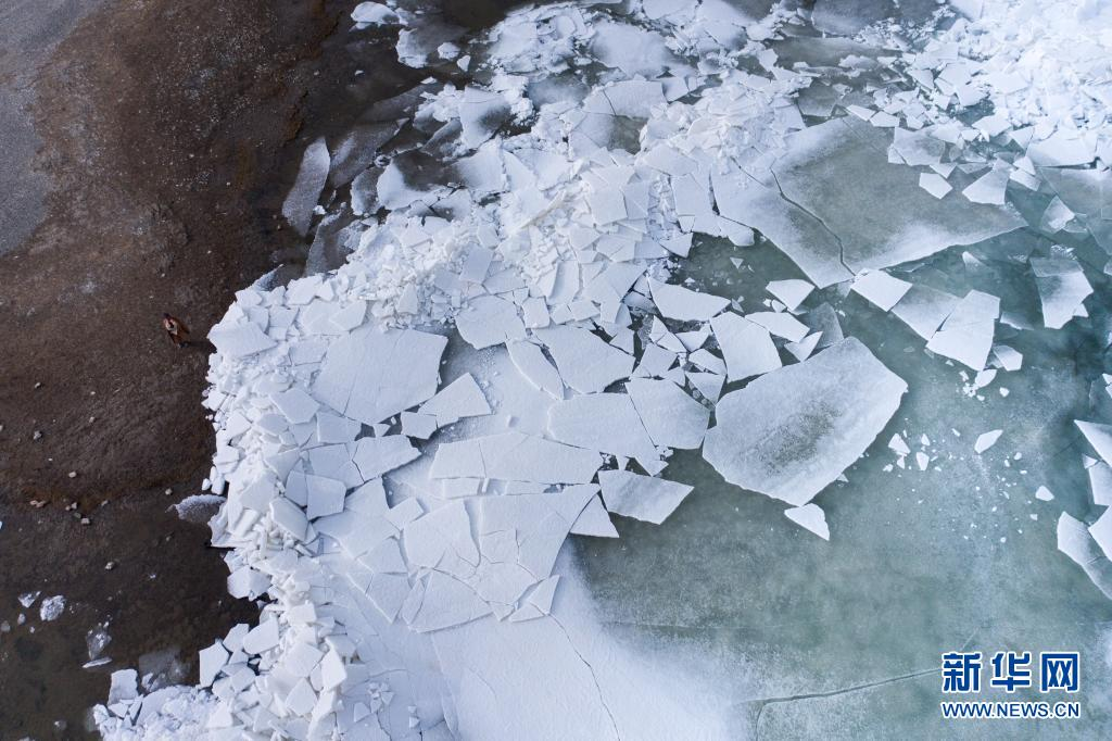 3月27日起 青海湖出现解冻迹象