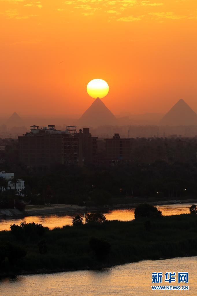 美!日落金字塔