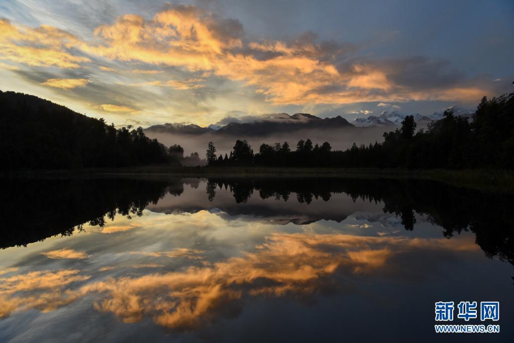 新西兰:马瑟森湖平静如镜