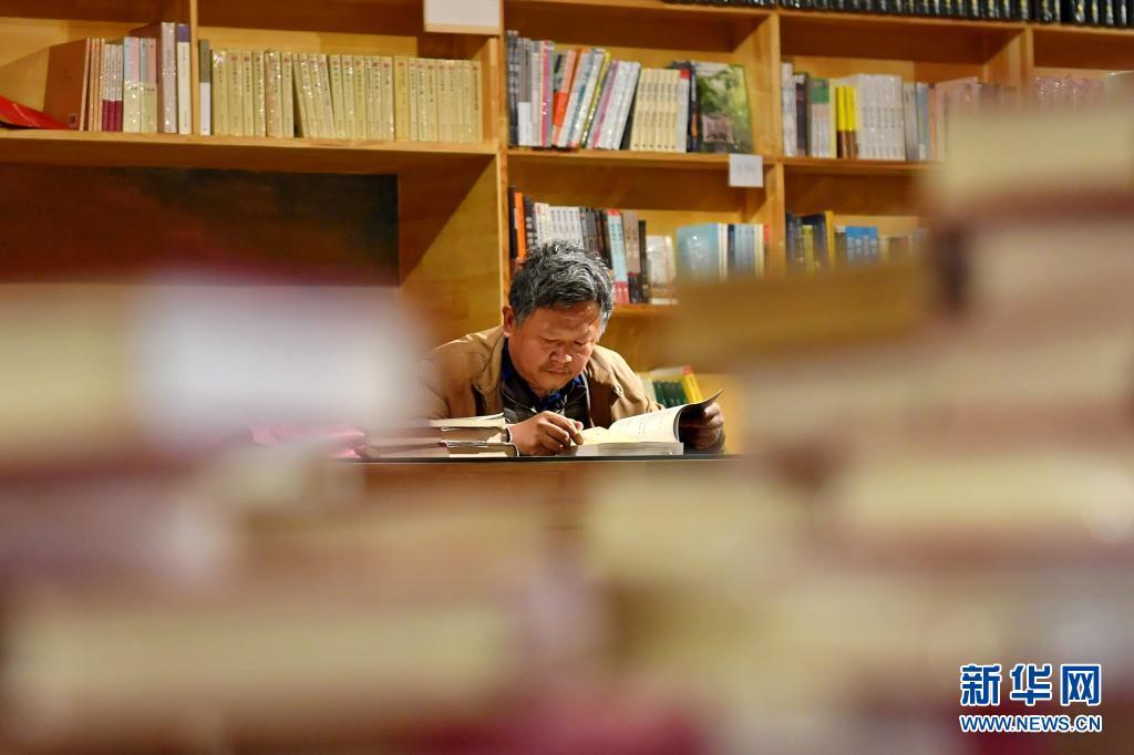 山西太原:地下车库里的众筹书店