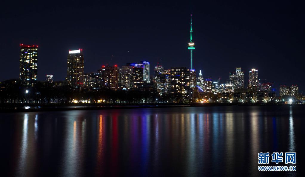 第52个世界地球日 加拿大国家电视塔点亮绿灯
