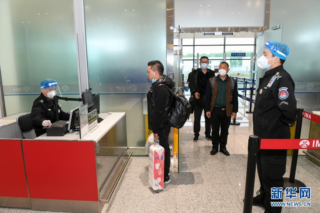 内蒙古疫情以来首班出境包机起飞 搭载134名旅客