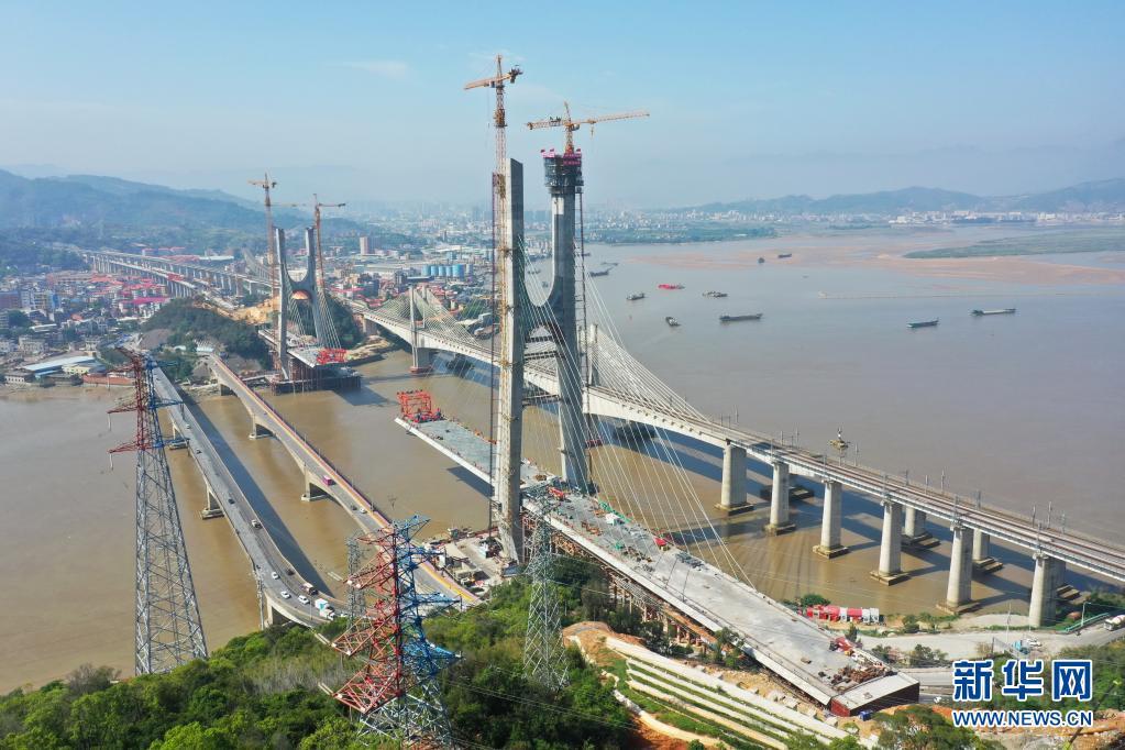 新建福厦铁路乌龙江大桥主塔封顶完成