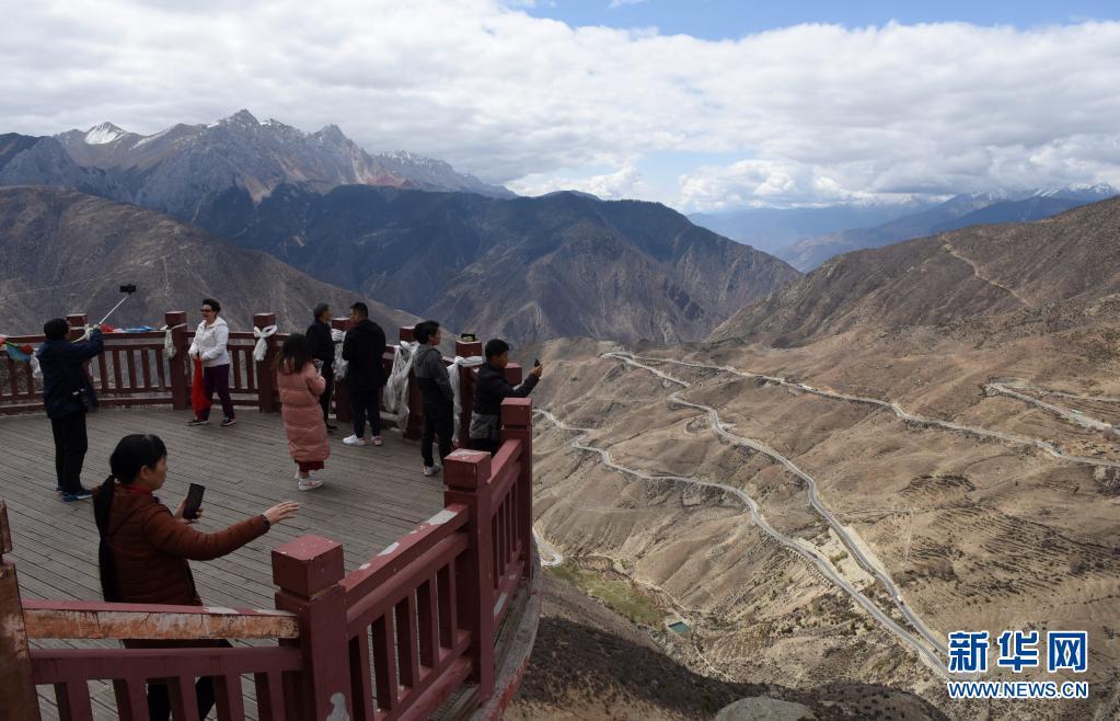 川藏公路旅游热