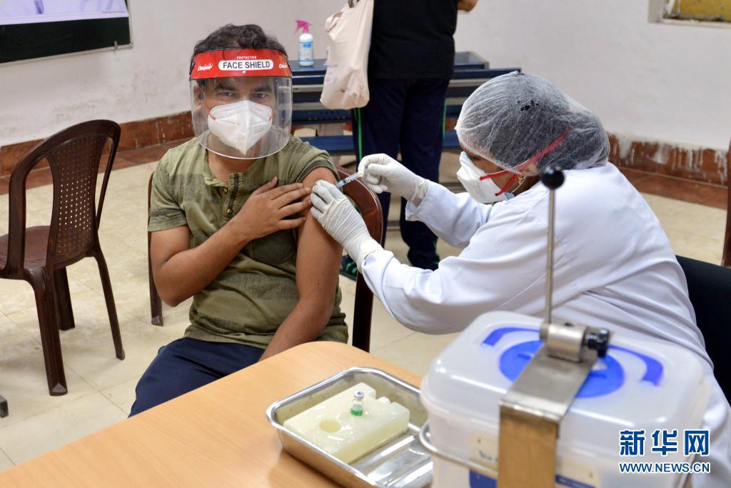 印度累计新冠死亡病例超过25万例 单日新增确诊病例348421例