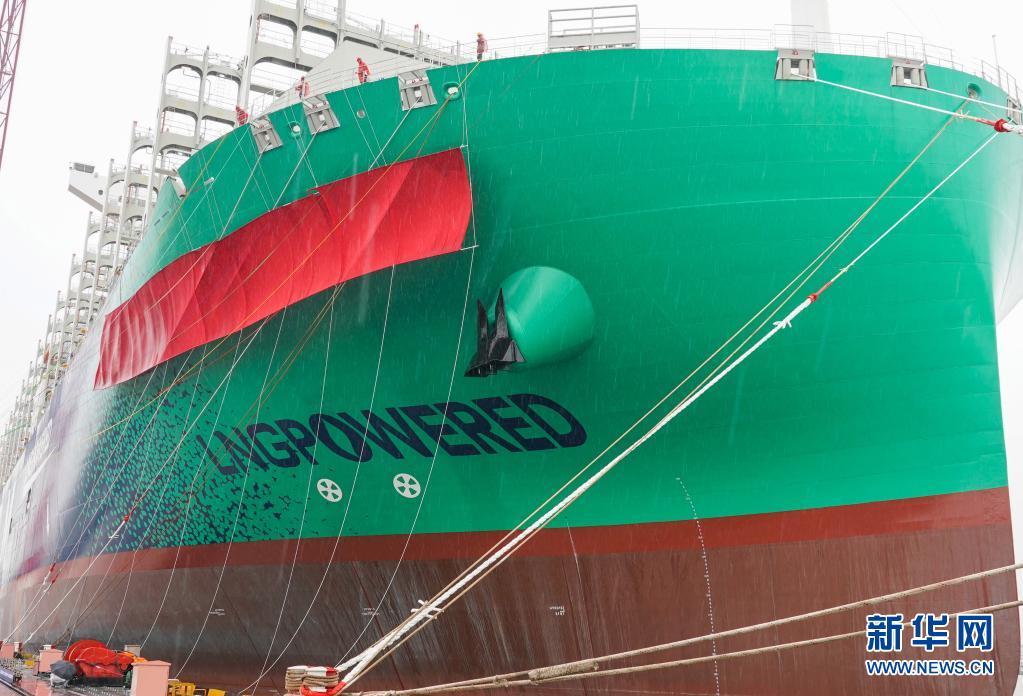 """""""中国造""""绿色环保的""""海上巨无霸""""交付使用 载重量近22万吨"""