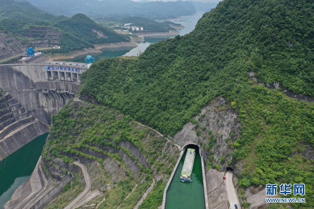 贵州遵义:乌江构皮滩水电站通航工程投入试运行