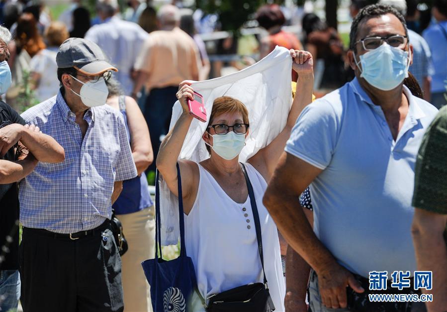 (国际疫情)(2)西班牙:烈日下排队接种疫苗