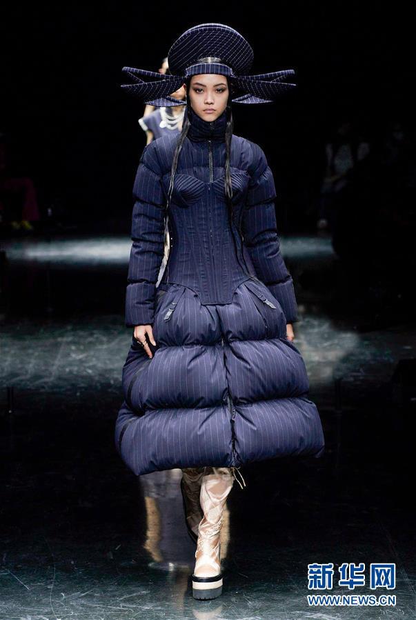 (国际)(4)巴黎时装周:让·保罗·高缇耶品牌发布秋冬高级定制新品