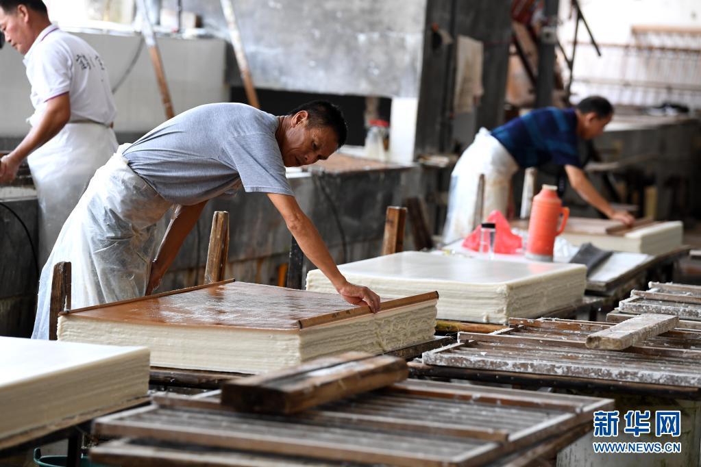 安徽:宣纸产业助力乡村振兴