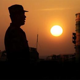 廣空導彈某旅大漠中歷練野戰生存能力