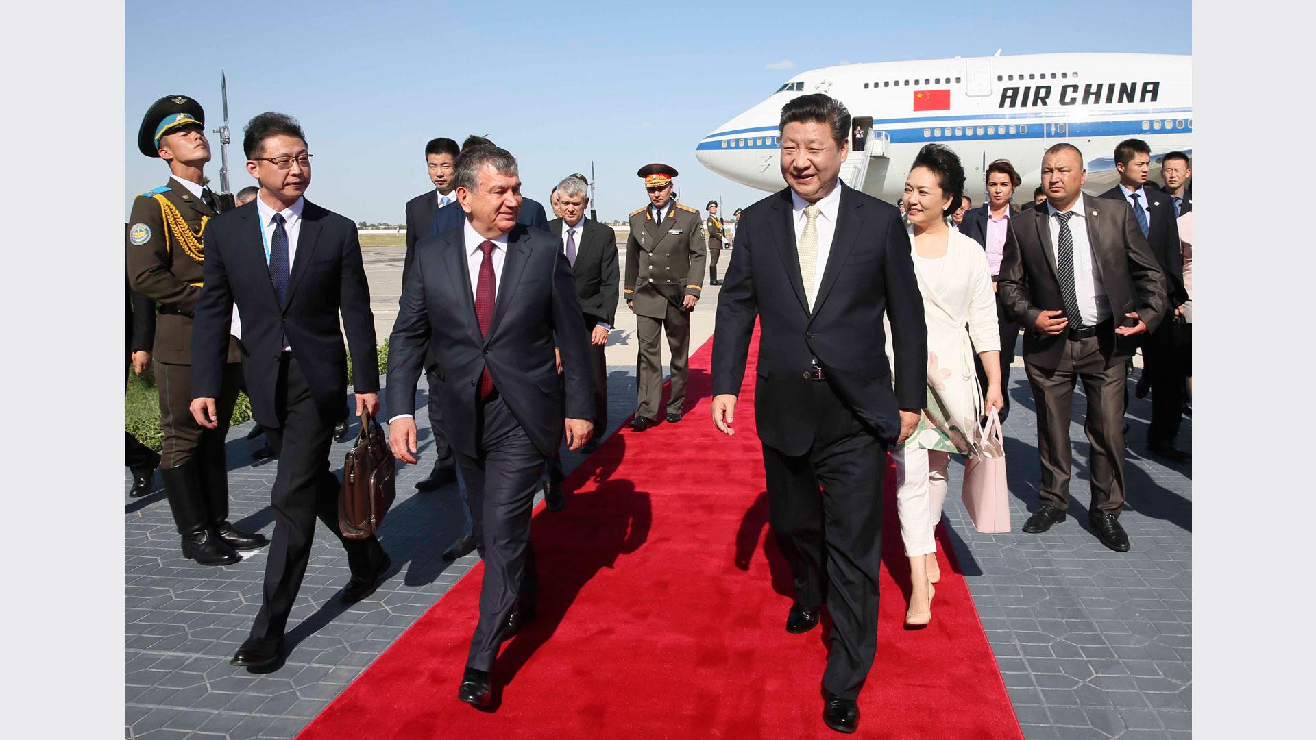 習近平抵達布哈拉開始對烏茲別克斯坦共和國進行國事訪問