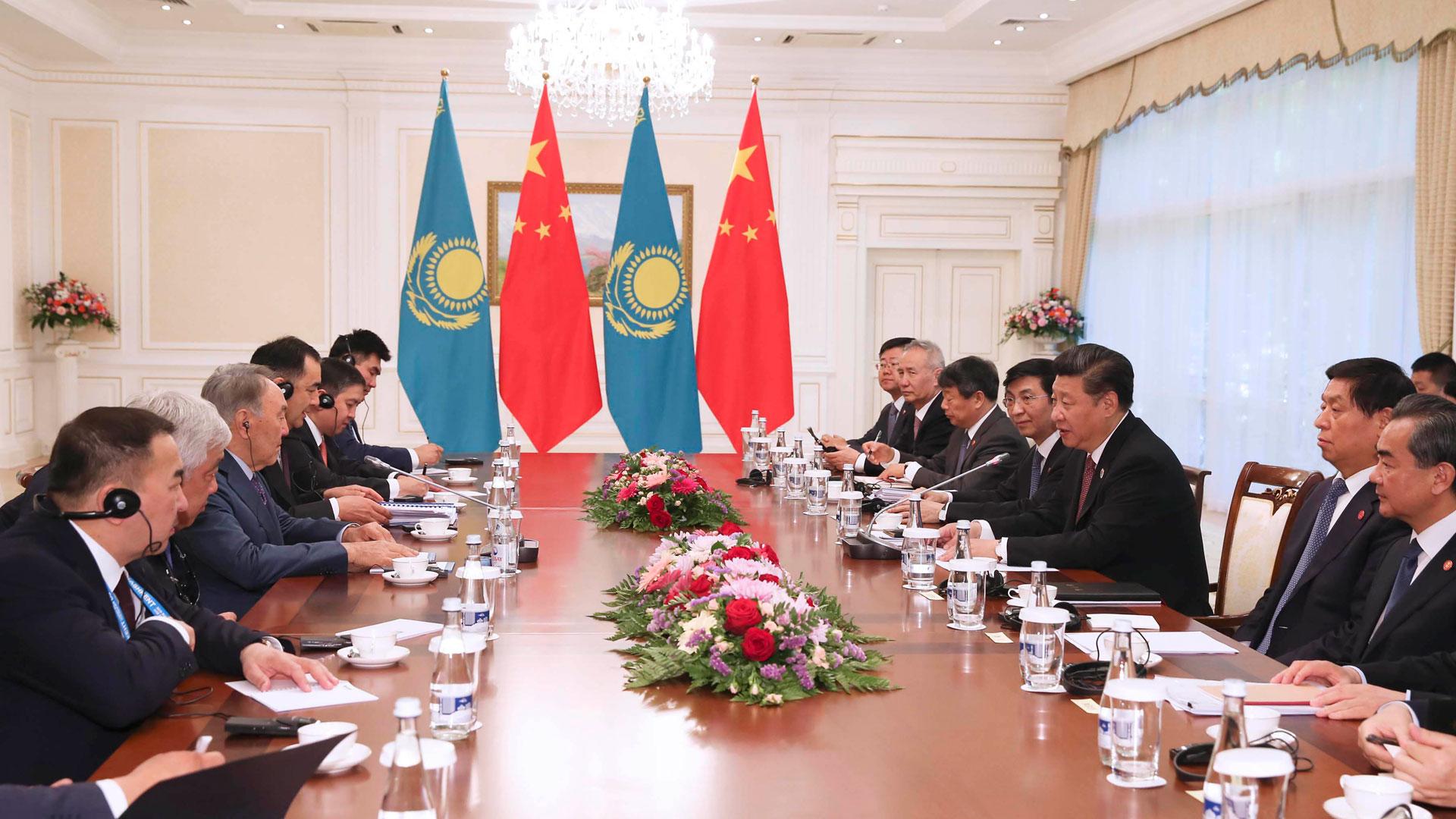 習近平會見哈薩克斯坦總統納扎爾巴耶夫