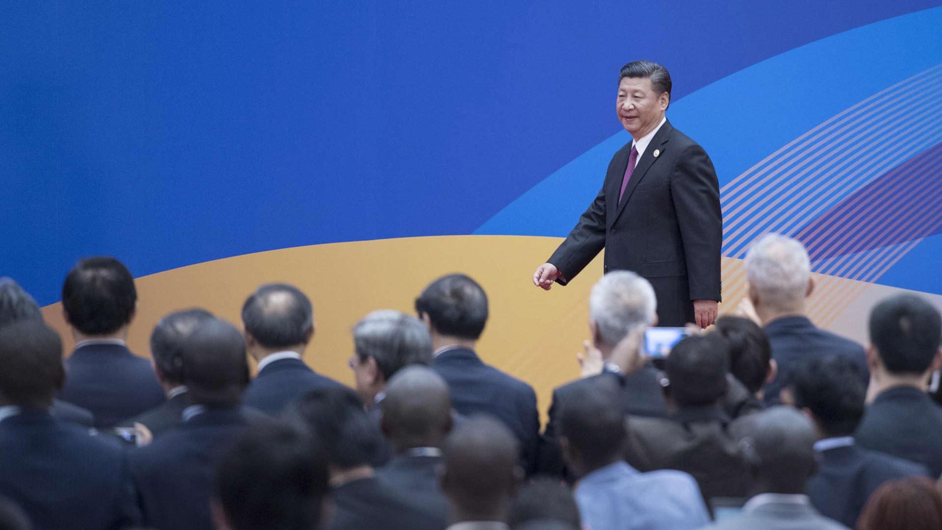 """习近平会见中外记者,介绍""""一带一路""""国际合作高峰论坛会议情况和主要"""