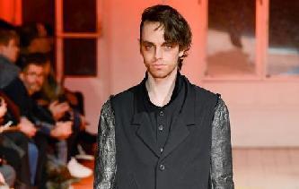 巴黎男裝周——山本耀司品牌時裝秀