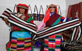 西藏阿裏:民族手工編織助脫貧