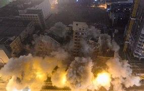 62.3米高樓被爆破拆除