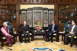 汪洋會見柬埔寨國王西哈莫尼和太後莫尼列