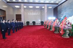 習近平等黨和國家領導人瞻仰毛澤東同志遺容