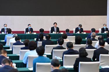 栗戰書看望民建、農工黨委員並參加討論