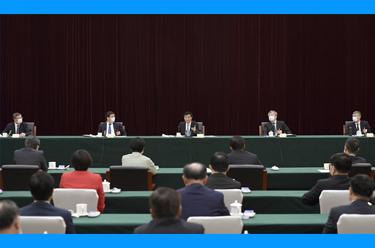 王滬寧看望體育、醫藥衛生界委員並參加討論