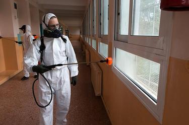 希臘:校園消毒迎復課