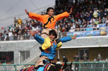 甘肅瑪曲:高原賽馬盛會開幕