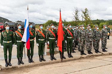 """我軍赴俄參加""""國際軍事比賽-2020""""裝備運抵比賽場地"""