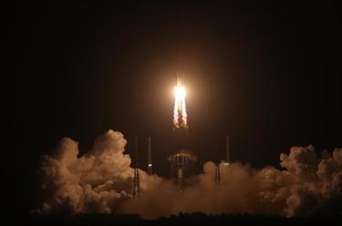 長徵五號遙五運載火箭將嫦娥五號探測器發射升空