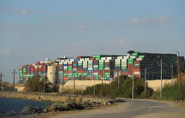 擱淺貨輪成功獲救 蘇伊士運河航道恢復通行